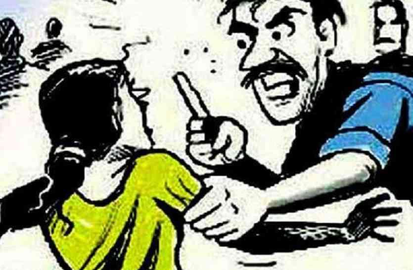 आजमगढ़ में चोरों का आतंक, लाखों की चोरी विरोध पर महिला को मारपीट कर किया घायल