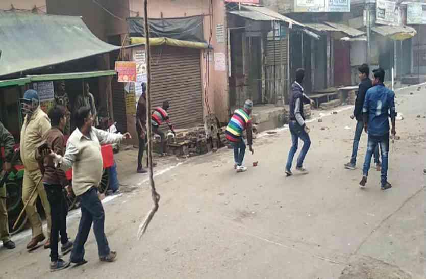 तिरंगा यात्रा पर पथराव के बाद हालात नहीं सामान्य, शिव सैनिक जा रहे कासगंज