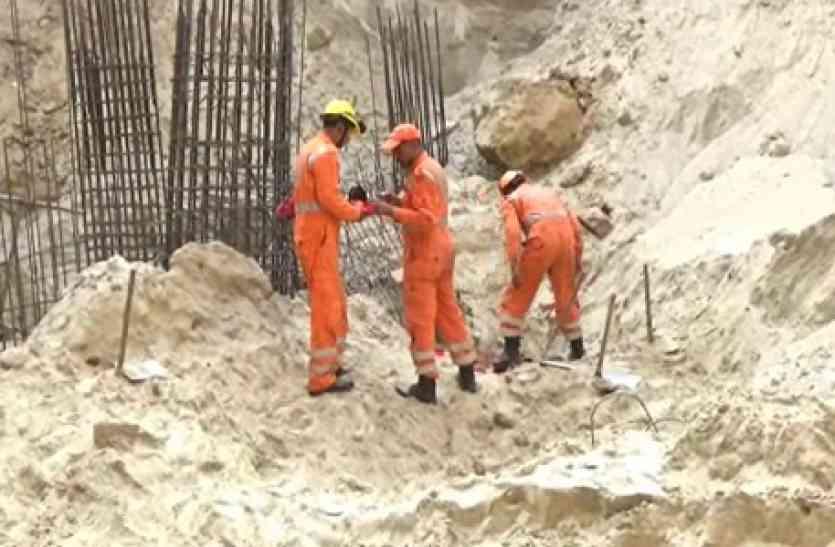 यहां 50 फीट गहरे बेसमेंट की खुदाई के दौरान ढही मिट्टी, मजदूर की मौत, कई घायल-देखें वीडियो