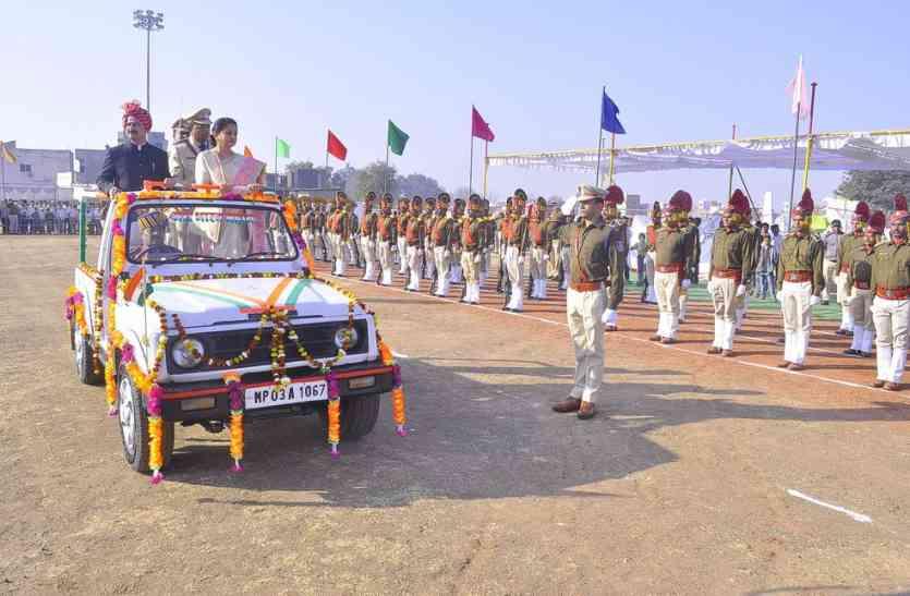 गणतंत्र दिवस देखे लाइव : बुरहानपुर में तिरंगा फहराकर जगाया देश भक्ति का अलख