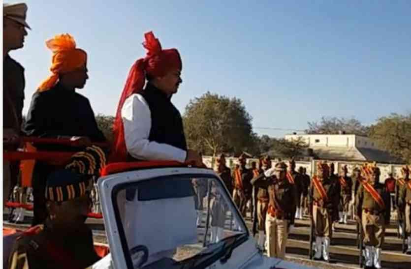 republic day: प्रभारी मंत्री रामपाल ने सीहोर में लहराया तिरंगा, परेड की ली सलामी