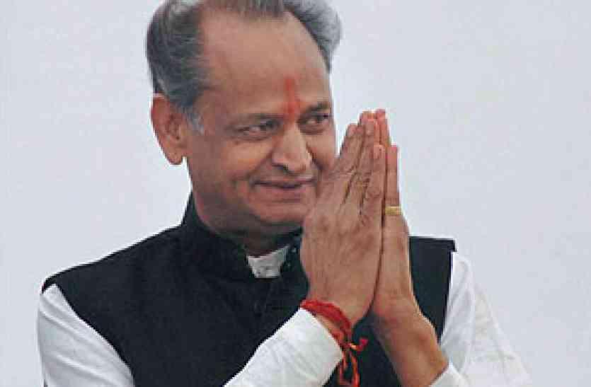 पूर्व मुख्यमंत्री गहलोत ने उदयपुर में भाजपा व राज्य सरकार को घेरा और कहा पीएम जातिवाद से चिंतित, इधर ये बढ़ाने में जुटे