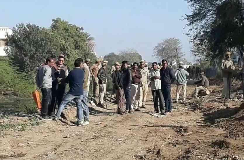 VIDEO: सीवरेज लाइन के लिए उदयपुर की आयड़ नदी में यूआईटी ने शुरू किया ऑपरेशन