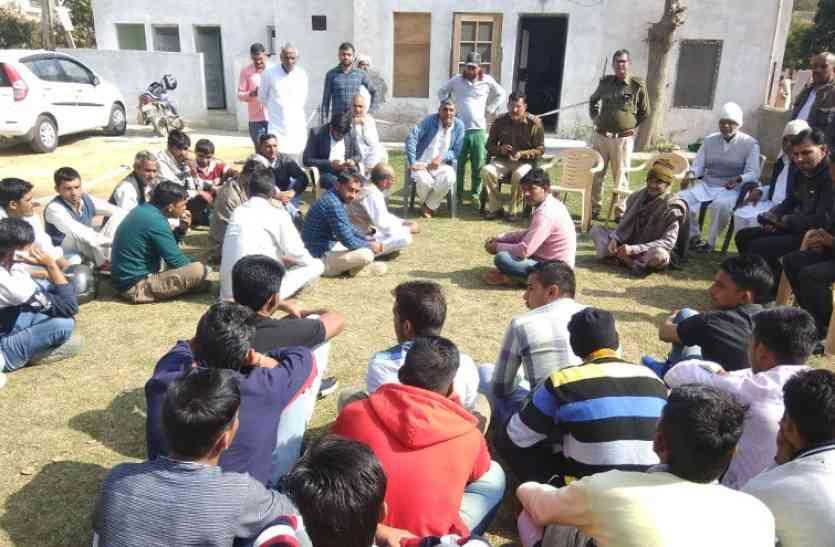 ऑप्रेशन दूर्गा के तहत कॉलेज के पास खड़े 15 युवकों को पुलिस ने किया काबू