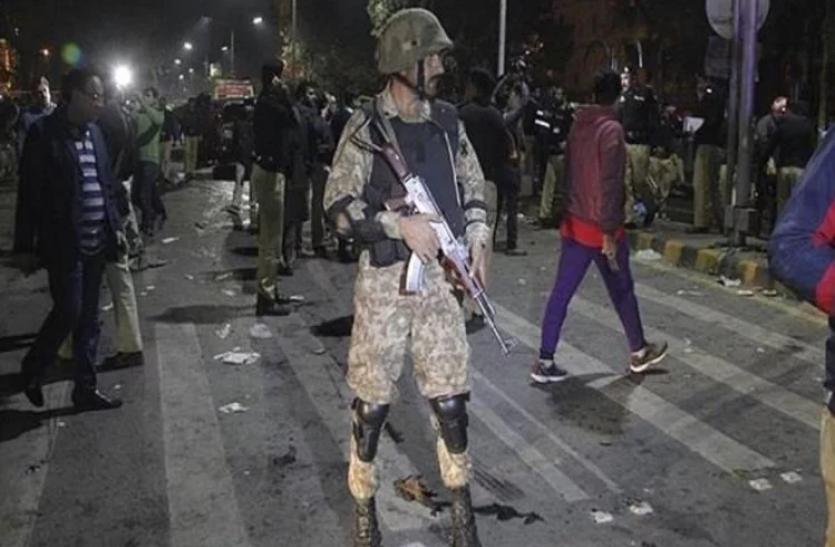 पाकिस्तान: आत्मघाती हमले में 11 सैनिको की मौत, 13 घायल