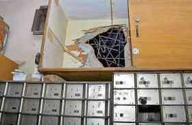 PNB बैंक में दीवार काटकर घुसे चोर, लेकिन CCTV में कैद चोरों की हरकत देख दंग रह गए लोग