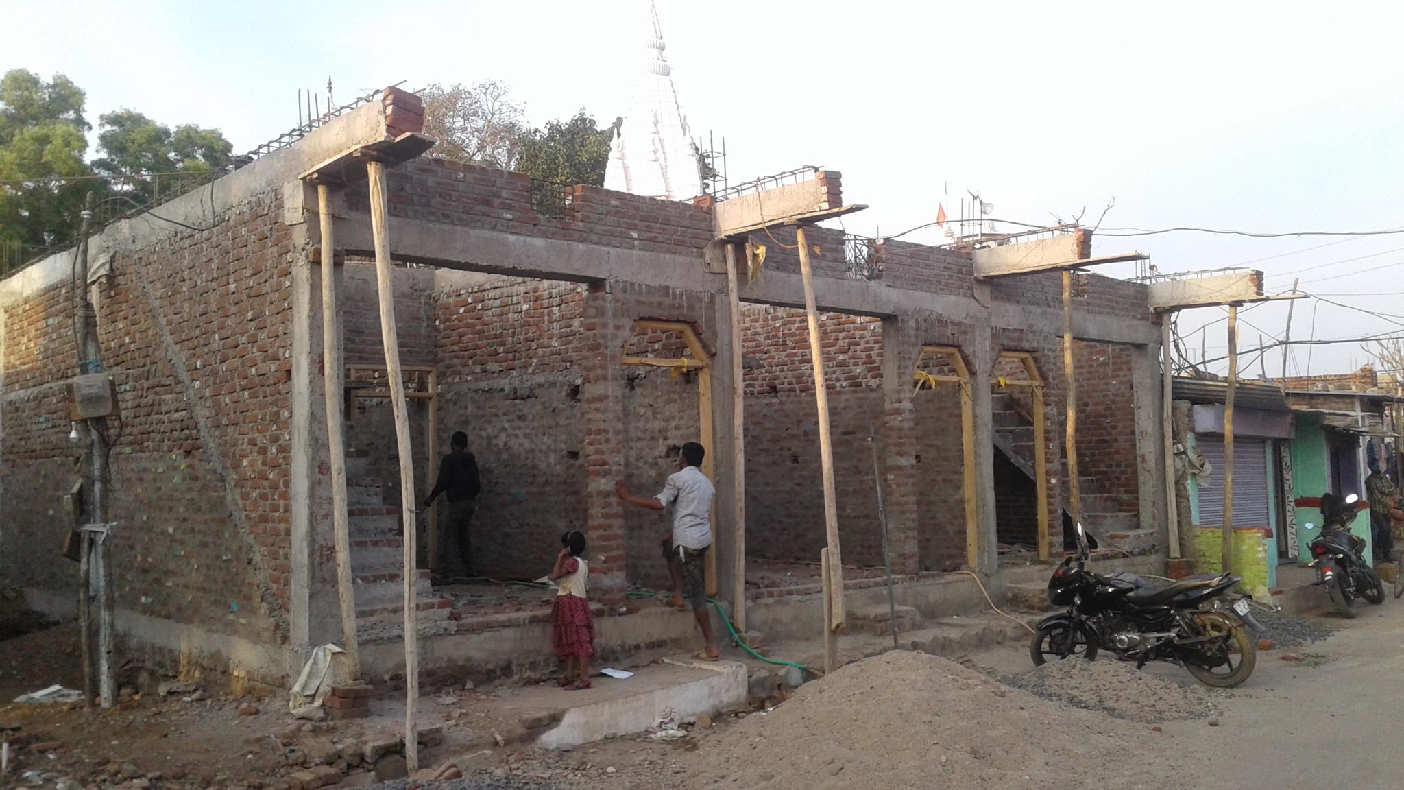 किस्त न डलने से रुका मकानों का निर्माण