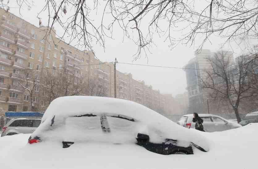 रूस में बर्फवारी से जनजीवन बेहाल, दिसंबर में सूर्य देव का केवल छह मिनट के लिए हुआ दर्शन