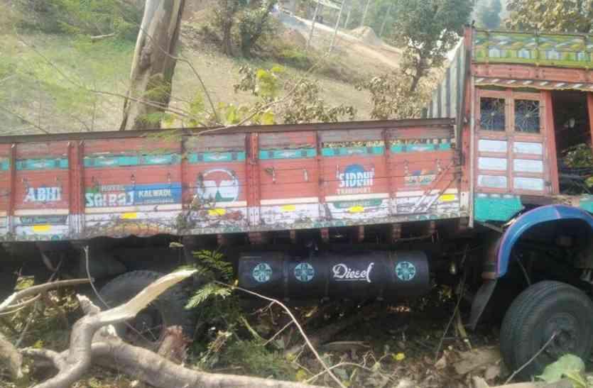 महिला पीएसआई को ट्रक से कुचलने का प्रयास