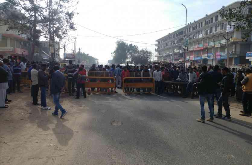 Video: अलवर में फायरिंग, हमले व लूटपाट के खिलाफ रोष, व्यापारियों ने जाम लगाकर किया प्रदर्शन