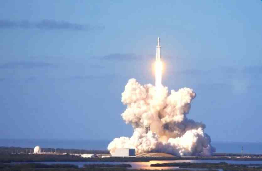 SpaceX ने लॉन्च किया दुनिया का सबसे शक्तिशाली फॉल्कन हैवी रॉकेट, ये खूबियां बनाती हैं खास
