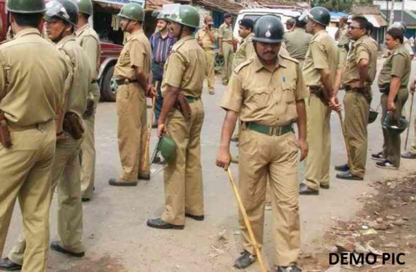 पुलिस हर बार ऐसे दिखाती है मानवता