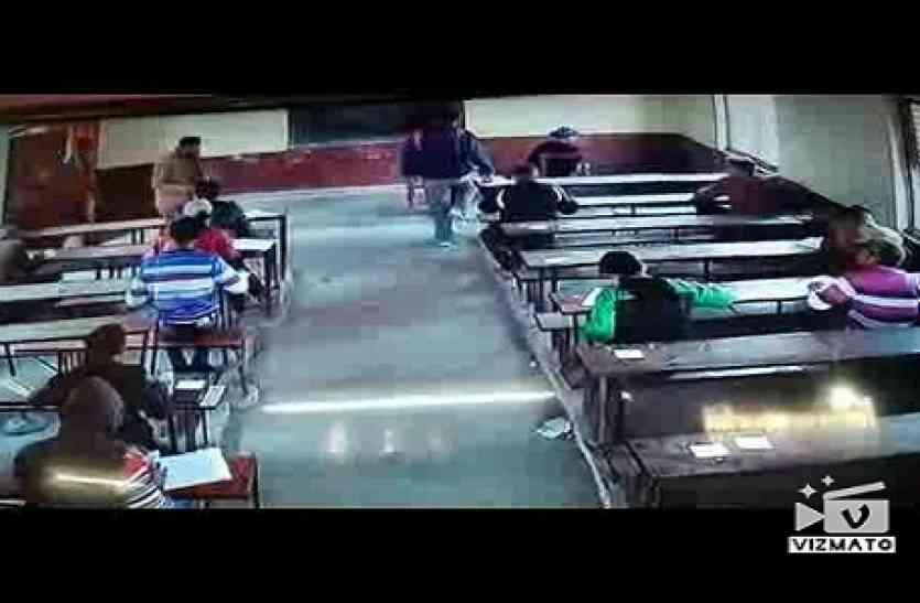 UP BOARD EXAM 2018: बोर्ड परीक्षा पर उठे सवाल,अंग्रेजी के पेपर में छात्र कर रहा था नक़ल सीसीटीवी में हुआ कैद