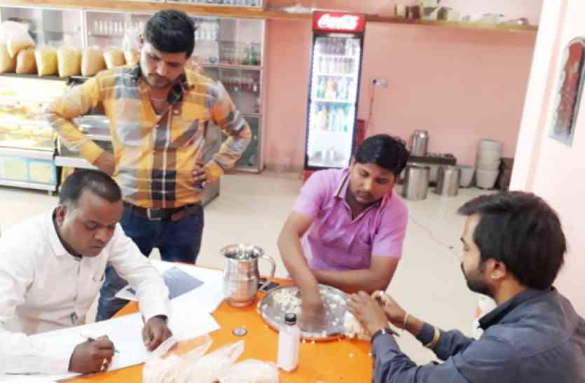 कृष्णा-जोधपुर स्वीट्स के पास लायसेंस नहीं, टीम ने कलाकंद का लिया सेंपल