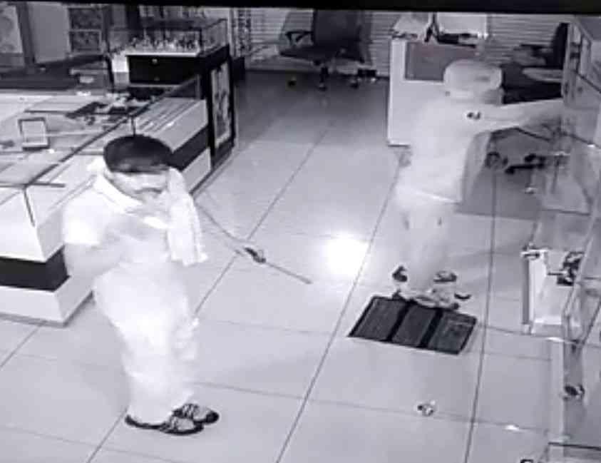 Robbery in surat's watch showroom