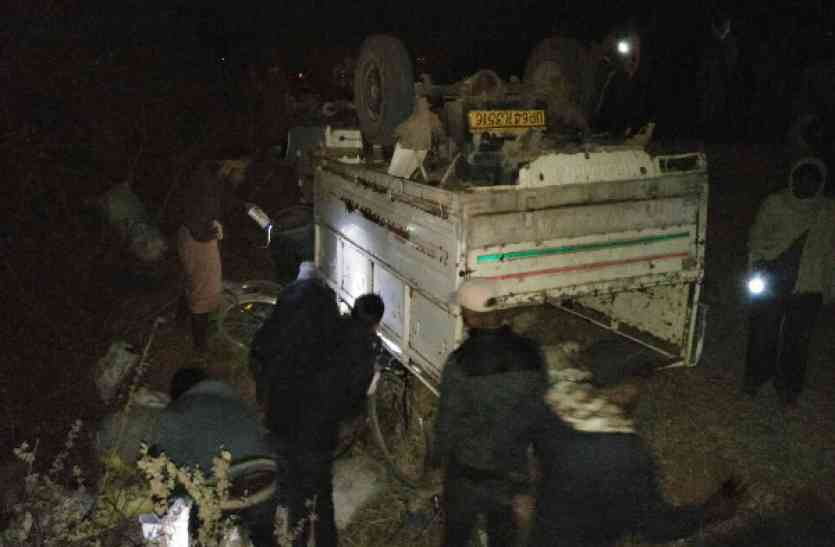 Breaking : मजदूरों से भरी पिकअप ऐसे पलटी कि दब गए 14 महिला-पुरुष, मची चीख-पुकार, 5 गंभीर