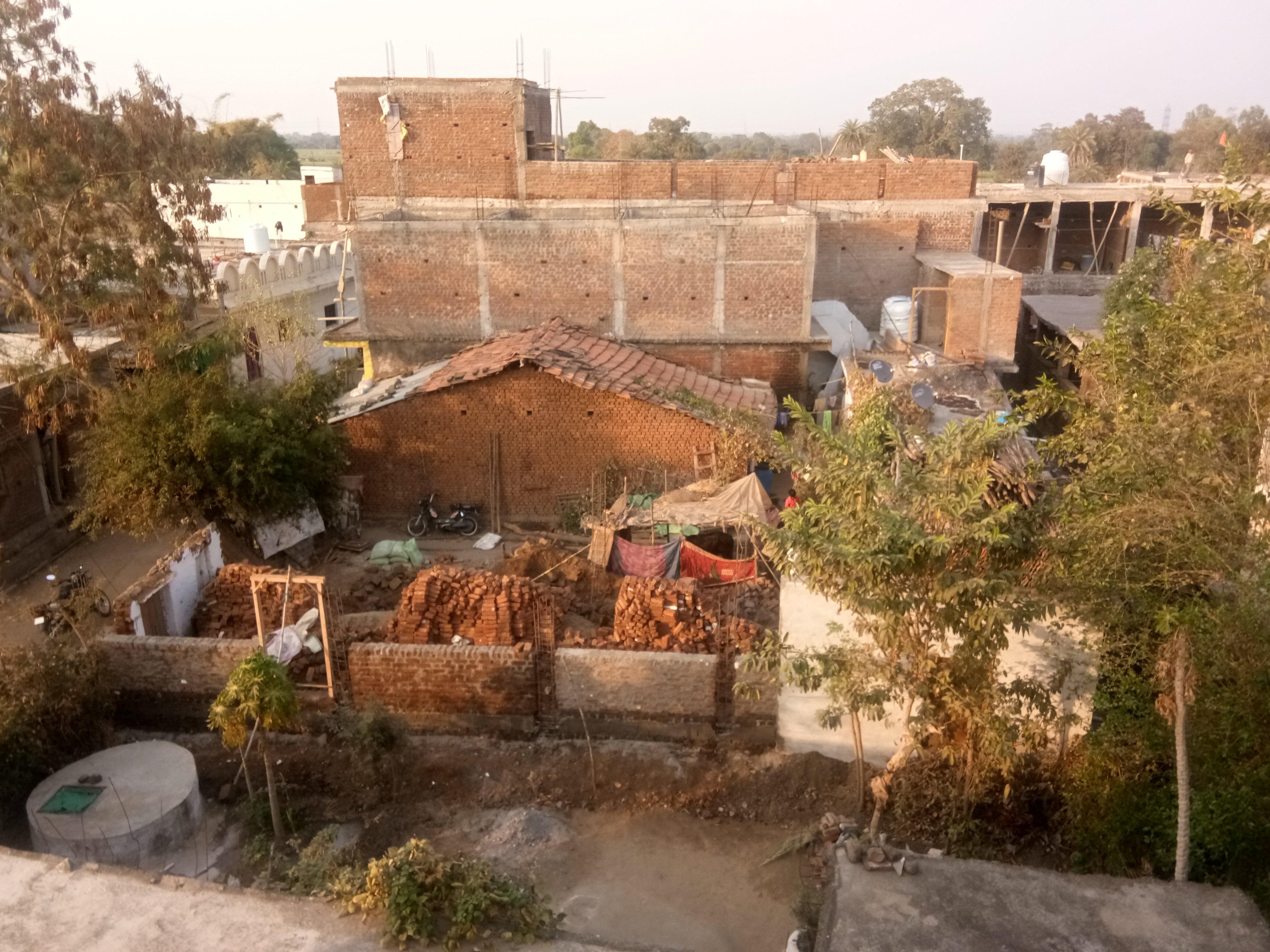 दो पक्के मकान फिर भी मिल गई पीएम आवास की स्वीकृति