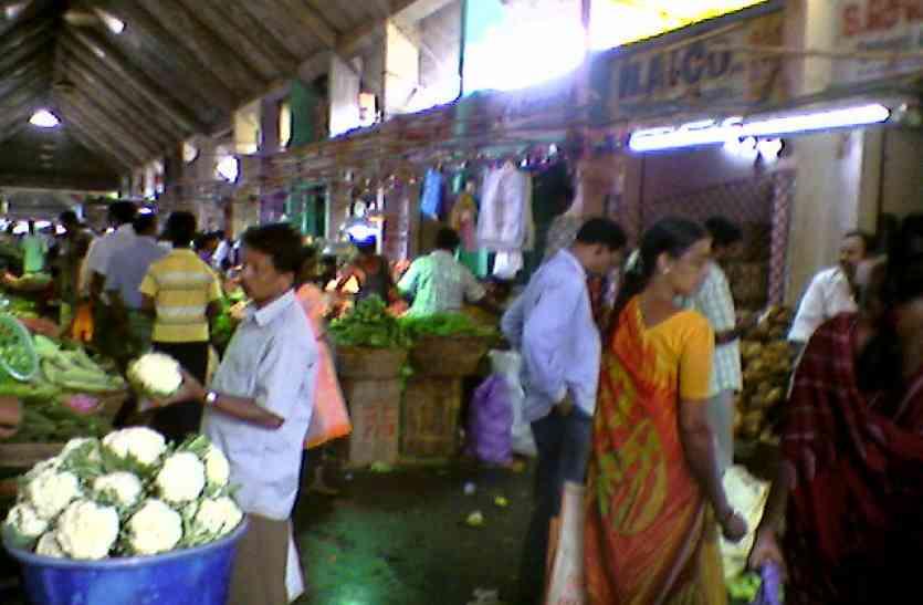 थोक बाजार से खुदरा बाजार आते-आते चौगुना हो जाता है सब्जियों का भाव