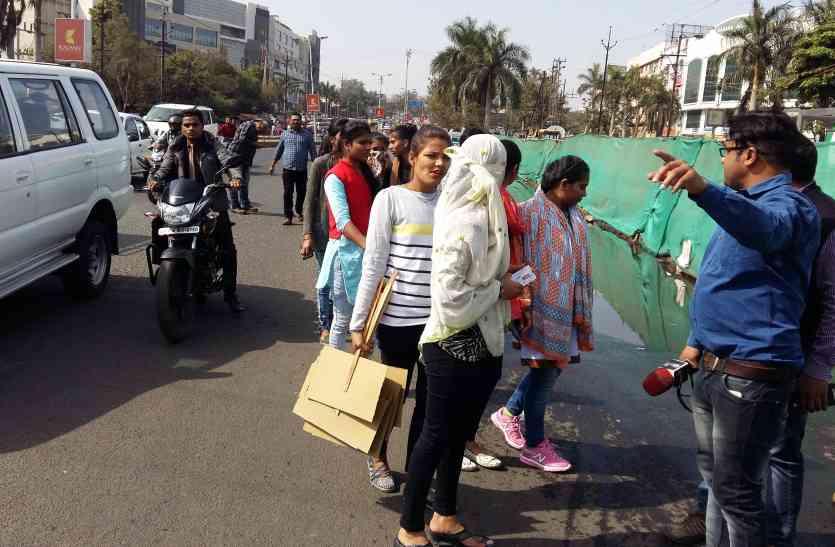 जिस विक्रमजीत को पुलिस फरार बता रही वह शहर में खुलेआम घूम रहा है
