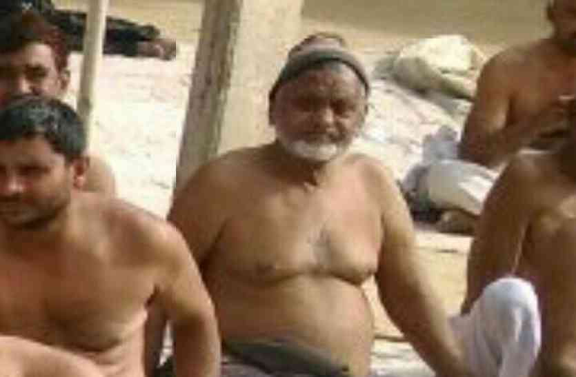 गाजियाबाद: अर्धनग्न होकर धरने पर बैठे किसान मंगू खान की मौत