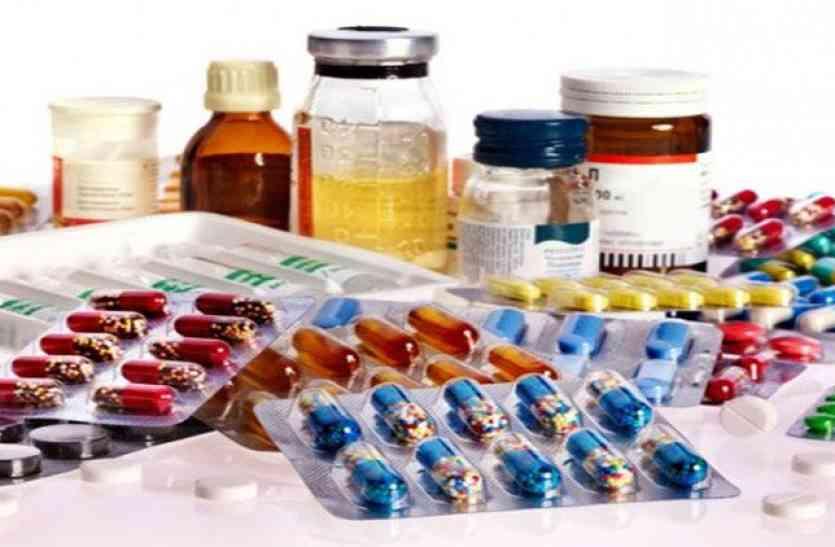 अलवर में यहां चल रहा है दवाइयों का गोरखधंधा, सरकारी पर्ची पर डॉक्टर ही लिख रहे बाहर की दवा