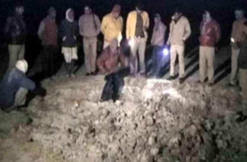 कब्र से उखाड़ी लाश, कई टुकड़ों में मिली, मच गया हड़कंप