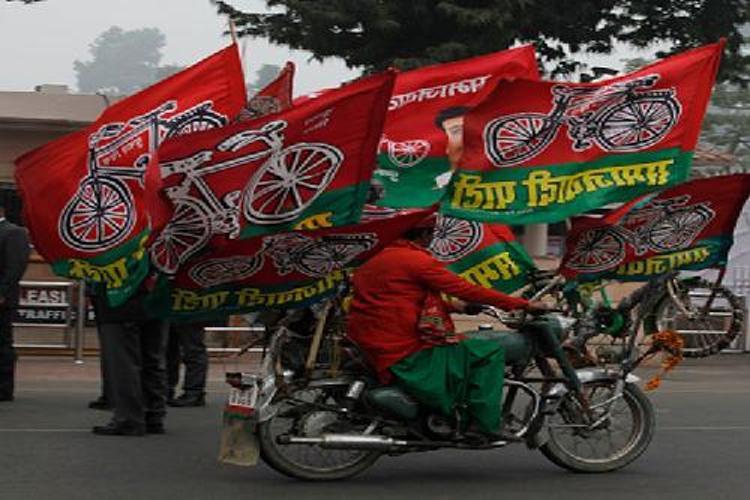 गोरखपुर उपचुनावः पूर्व मंत्री रामभुआल हो सकते हैं समाजवादी पार्टी के प्रत्याशी !