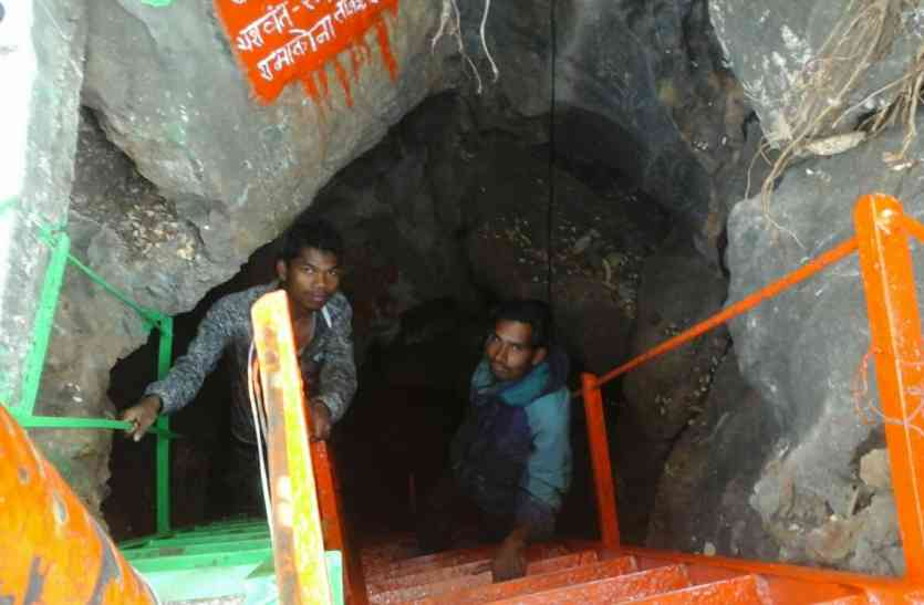 यहां गहरी गुफा में है शिव का धाम