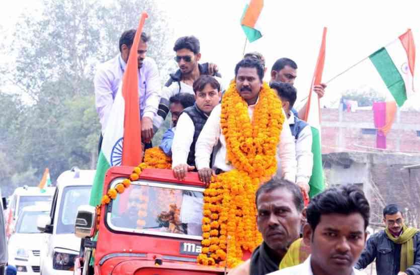 फ्रांस की राजकुमारी से पुरस्कार लेकर लौटे प्रमोद के लिये जौनपुर में निकाली गयी 16 किमी लम्बी तिरंगा यात्रा