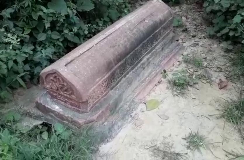 कब्रों पर कब्जा, पता ही नहीं चल रहा कहां दफन हैं अपने