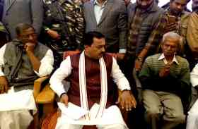 पीट-पीटकर मार दिये गए दलित छात्र के घर पहुंचे डिप्टी सीएम, ओरोपी की BJP नेता से नजदीकी का दिया जवाब