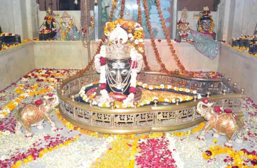 मंदिरों में लगे भोलेनाथ के जयकारे