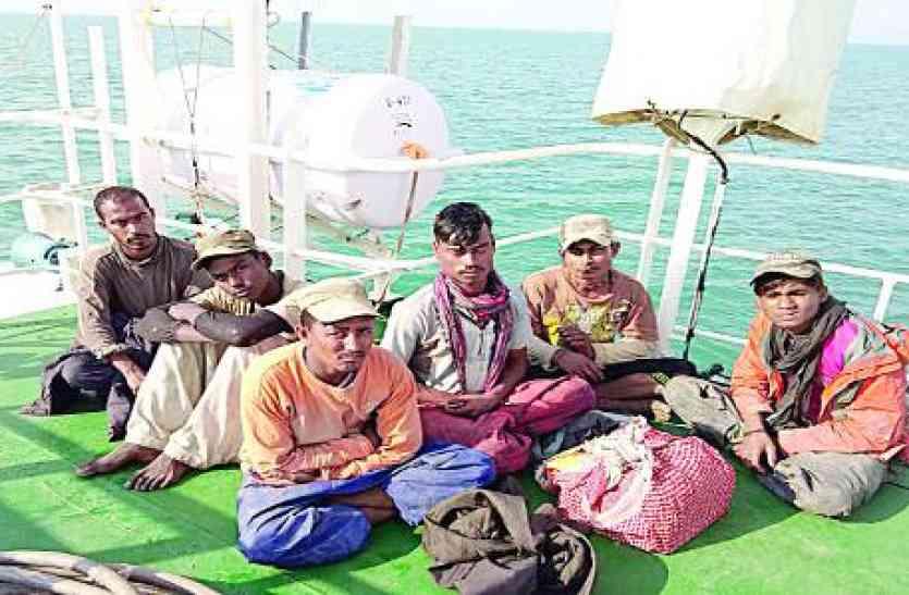 बोट सहित सात पाकिस्तानी पकड़े