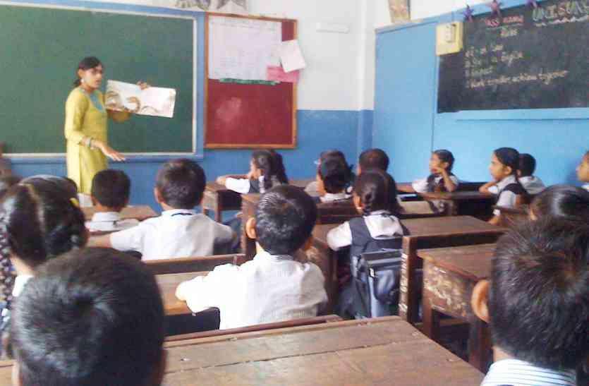 बच्चों का भविष्य भगवान भरोसे, उदयपुर में जहां शिक्षकों का टोटा, वहीं से उन्हें हटाने की तैयारी