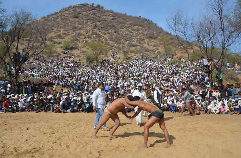कुश्ती दंगल को देखने यहांं पहुंचते है हजारों लोग, हजारों में  होता है सबसे बड़ा कामडा