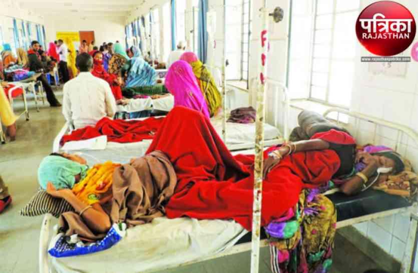 डूंगरपुर : एक बेड पर दो बीमार, ऐसे हैं जिला अस्पताल के हाल
