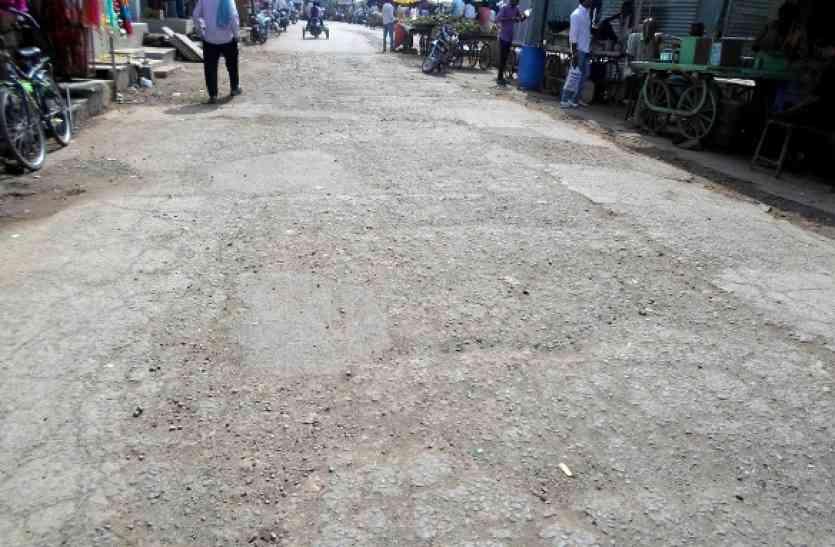 नगर परिषद नहीं करा रही सड़क निर्माण योजनाओं का क्रियांवन