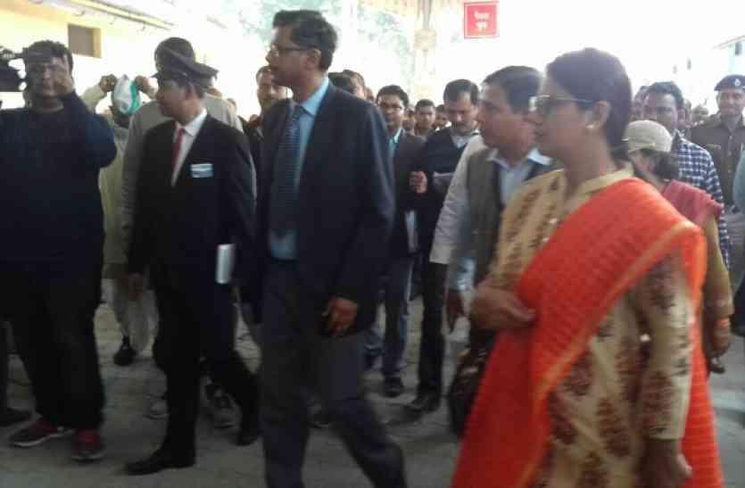 जीएम रेलवे ने किया आनंदनगर रेलवे स्टेशन का दौरा