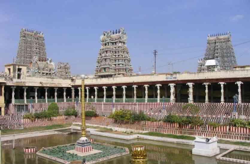 मंदिर परिसर की दुकानों में बिकता है ज्वलनशील सामान