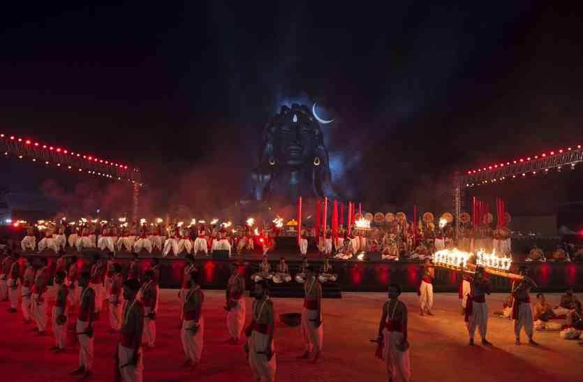 ईशा में महाशिवरात्रि महोत्सव, रातभर गूंजा ओम नम: शिवाय