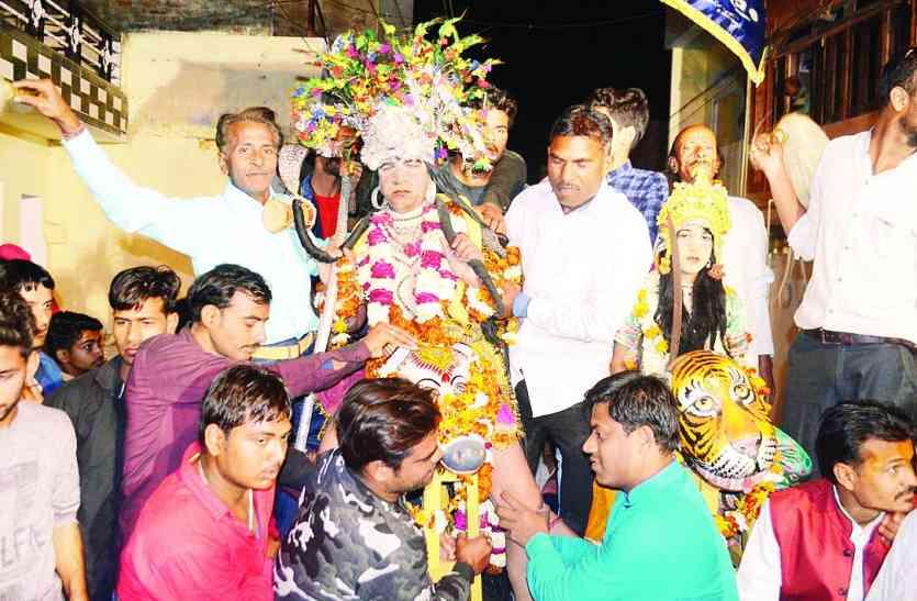 महाशिवरात्रि केअवसर पर भोलेनाथ के जयकारों से गुंजायमान हुआ शहर,निकाली शोभायात्रा