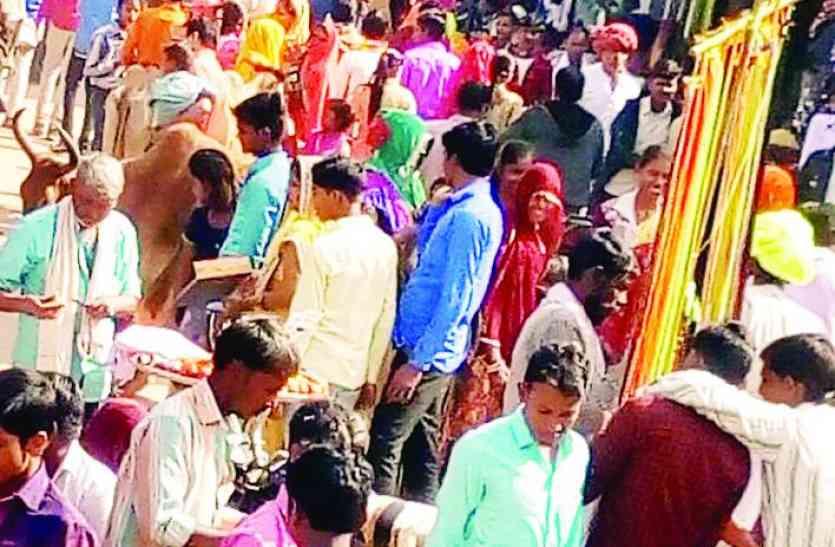 शिवरात्रि महोत्सव में उमड़ी भक्तों की भीड़,श्रद्धालुओं ने किया शिव का अभिषेक