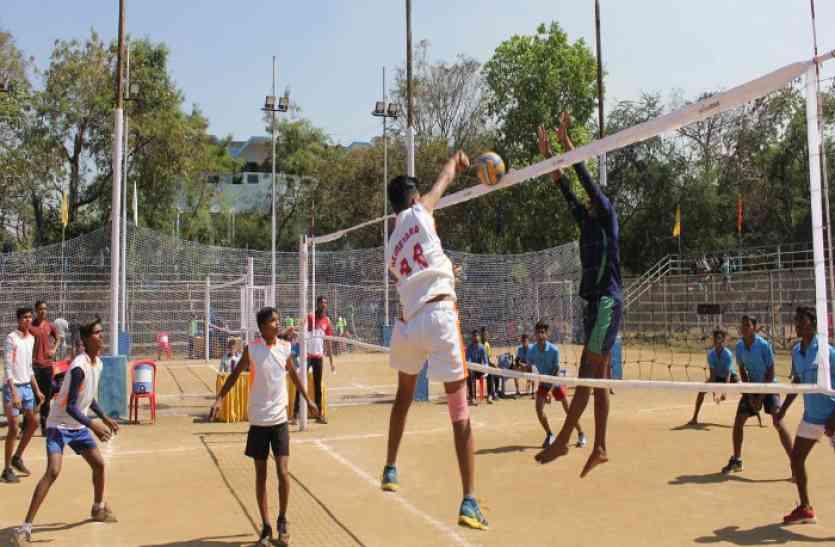 राज्य स्तरीय वॉलीबॉल स्पर्धा में खेल मंत्री के जिले की टीम ही गायब, पढ़ें खबर