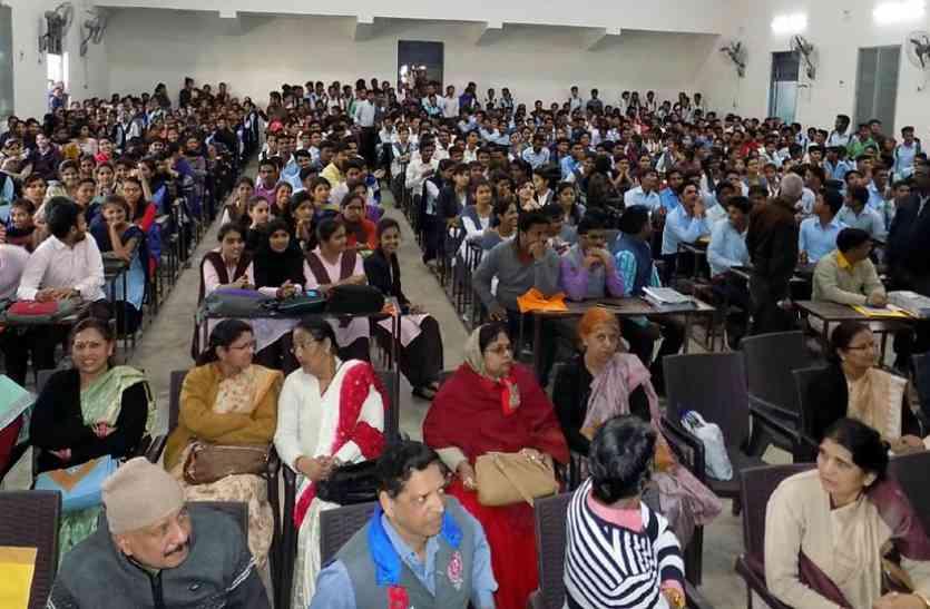 इनकी नहीं मोबाइल में रुचि, 1438 विद्यार्थियों में 7 ने लिया मोबाइल
