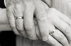 पति के मरने की खबर पाकर पत्नी ने भी तोड़ा दम,पूरा किया सात फेरों का वादा