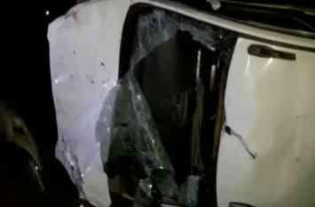 पटियाली-अलीगंज हाईवे पर छह लोगों की मौत के बाद तोड़फोड़, पीएसी तैनात, देखें वीडियो