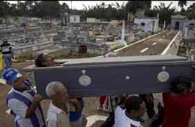 यहां शराब के नशे में जिंदा लोगों को कर दिया जाता है दफन, फिर होता है जश्न