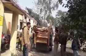 चौकी इंचार्ज के आवास पर मिली बेशकीमती अवैध लकड़ी