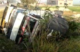 डीसीएम और टेम्पो की टक्कर में दो की मौत, कई घायल, देखें वीडियो...