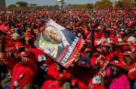 अपने प्रिय नेता को अंतिम विदाई देने उमड़ पड़ा पूरा जिम्बाब्वे